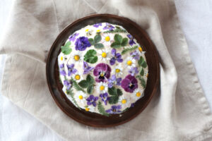 Brotlaib mit Blüten