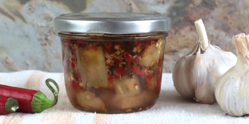 Eingelegte Auberginen im Glas